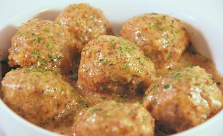 5- Albóndigas de tofu y espinacas con salsa de almendras