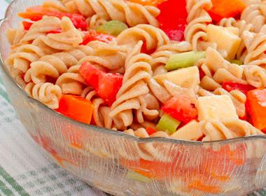 1- Ensalada de pasta con pimiento rojo