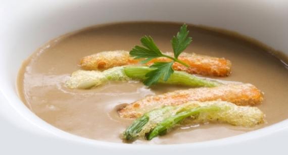 2- Sopa de champiñones con tempura de zanahoria