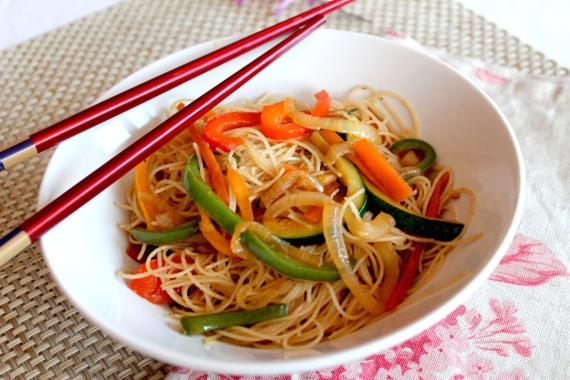 2- Verduras salteadas con tallarines de arroz