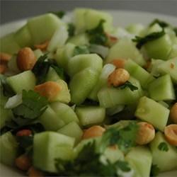 1- Ensalada de pepino y cacahuetes