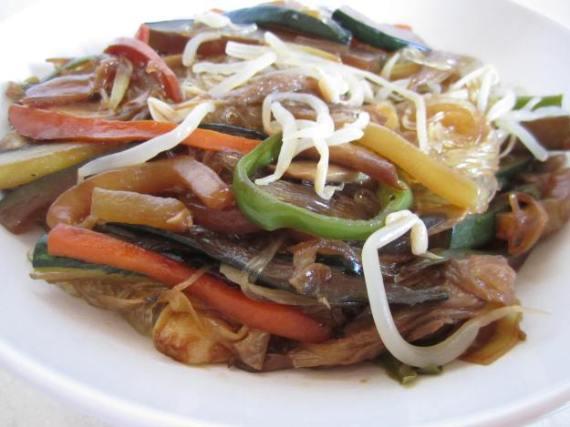 2- ((Tartaleta de)) verduras salteadas al Wok y fideo chino