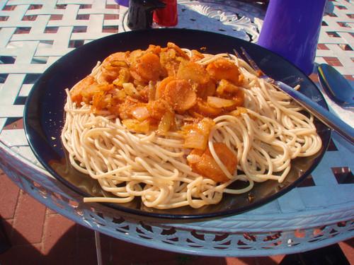 3- Espaguettis con zanahorias encebolladas