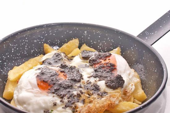 4b- huevos-rotos-con-patatas