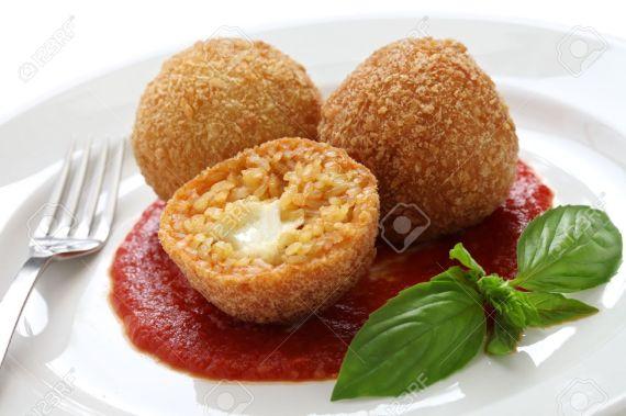4b-bolas-de-arroz-frito-cocina-italiana_es_123rf_com
